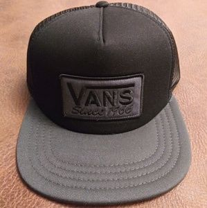 a1cf44f702c ... Camper Hat leather adjustable  NEW  Vans Trucker Meshed Snapback Hat ...